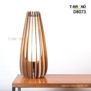 đèn gỗ để bàn khách sạn